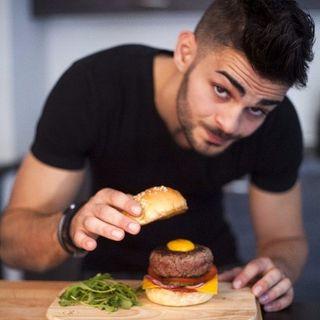 Charles (#Food addict)