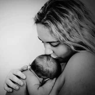 youngpregnantandwingingit