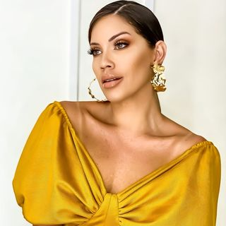Adriana Deluxe