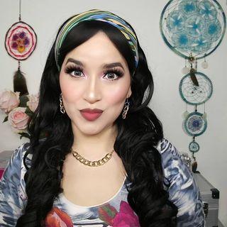 Latina Bella 🌛🦁